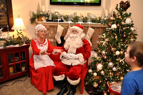Betenbough Homes Free Santa Photos