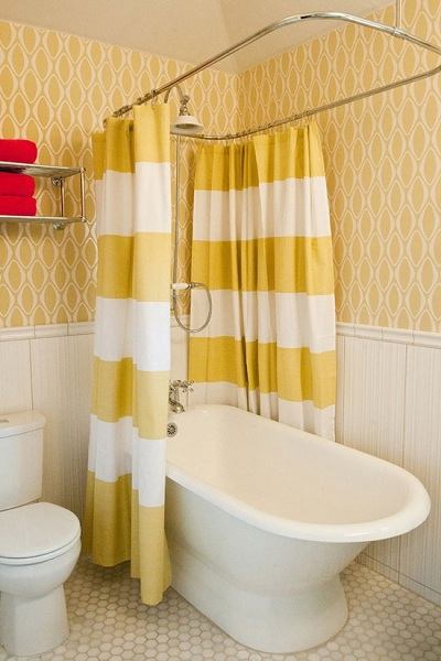 stripes bathroom