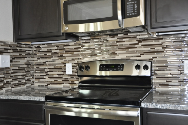 Full glass backsplash in Royal Oaks